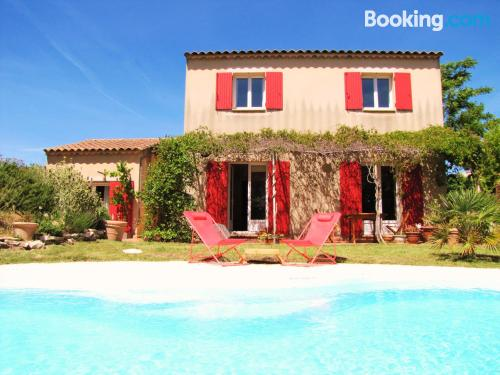 Spacious place in Pertuis with heating and wifi