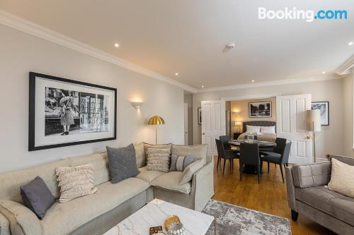 Apartment in London good choice for 6 or more.