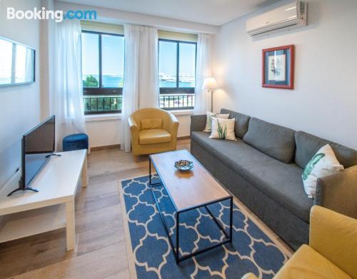 Apartamento en buena zona con internet.