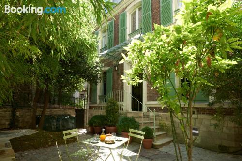 Place for couples in Paris with internet.