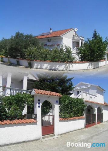 Apartamento pet friendly en Biograd Na Moru con vistas y internet
