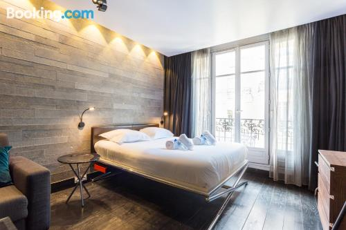 Stay cool: air-con apartment in Paris. Perfect!