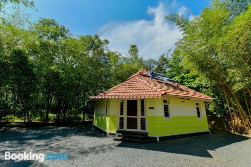 Apartamento de tres dormitorios en Meenangadi para parejas