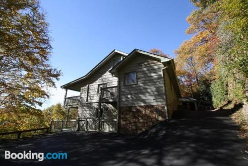 Central location with air in Boone. Convenient for 6 or more