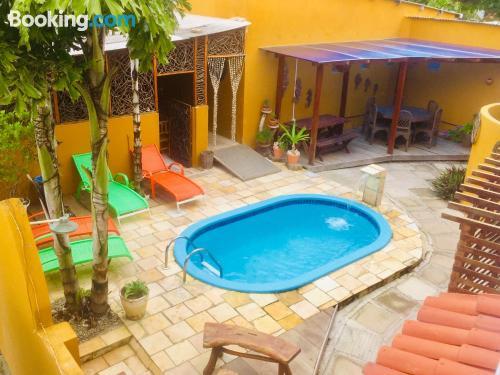 Apartamento con piscina con wifi.