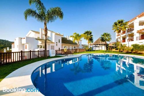 Apartamento con piscina en Alcaidesa