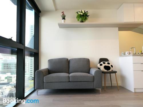 Buena ubicación en Melbourne con aire acondicionado.
