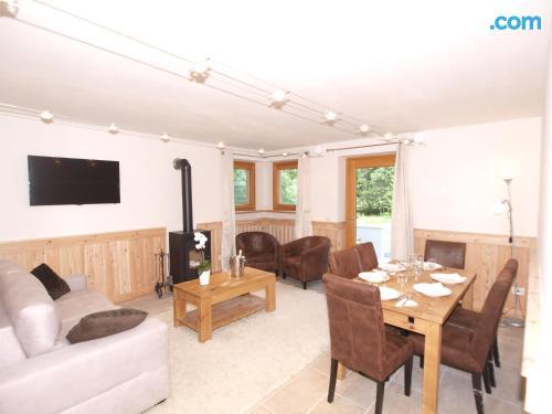 Apartamento para cinco o más con terraza y wifi.