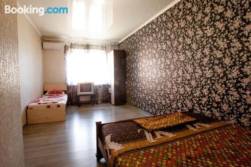 Apartamento de una habitación en Armavir con aire acondicionado.