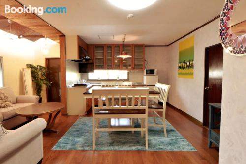 Amplio apartamento en Okinawa City ideal para grupos.