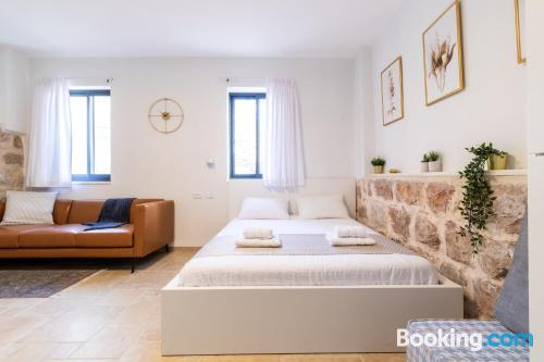 1 bedroom apartment place in Jerusalem. Internet!.