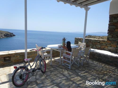 Espacioso apartamento en Agios Romanos. ¡Ideal!