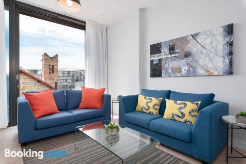 Amplio apartamento en buena zona con aire acondicionado