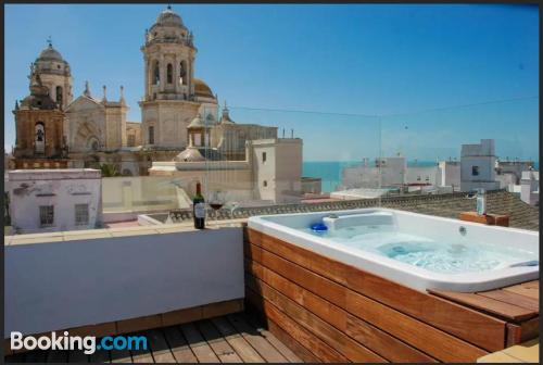 Apartment in Cadiz with terrace and pool.