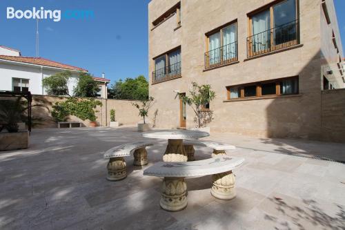 Apartamento con aire acondicionado, terraza y conexión a internet