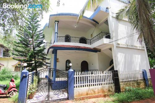 Place with internet in great location of Candolim