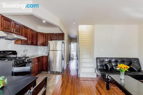 Stay cool: air apartment in Flushing. 93m2.
