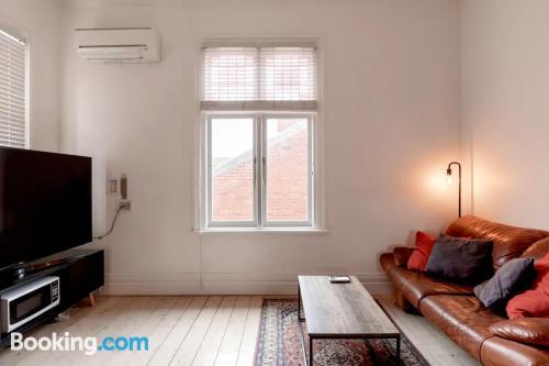 Apartamento acogedor parejas con internet.