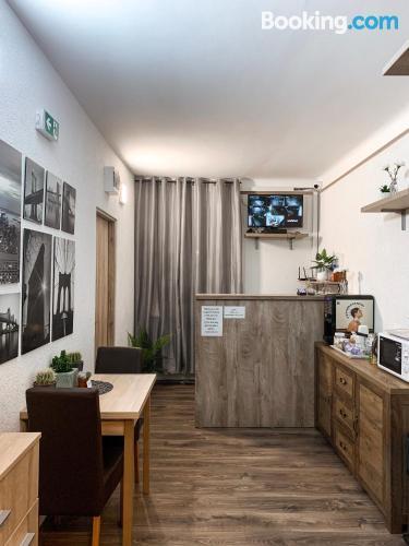Apartamento con terraza y internet en Vecsés. ¡aire acondicionado!.
