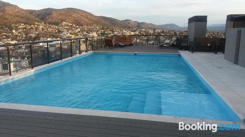Apartamento en Villa Carlos Paz con piscina.