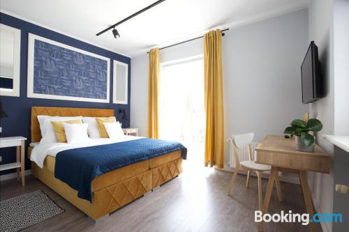 Apartamento con terraza con calefacción y wifi.