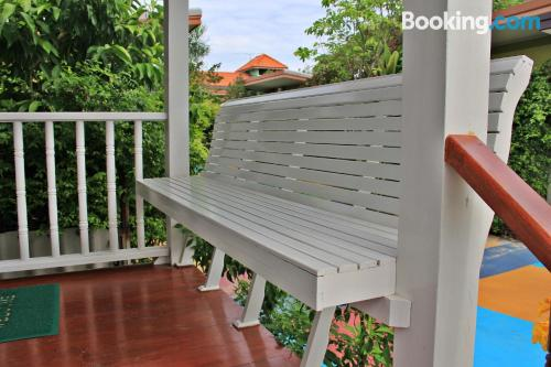 Stay cool: air-con apartment in Phra Nakhon Si Ayutthaya with terrace and wifi