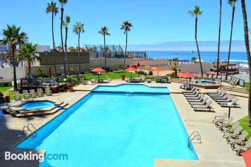 Apartamento con conexión a internet y piscina