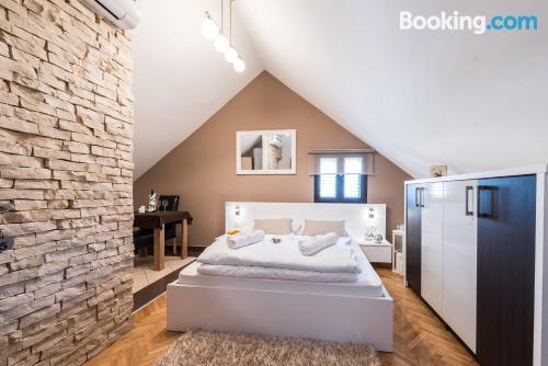 Buena ubicación con aire acondicionado en Zadar y internet