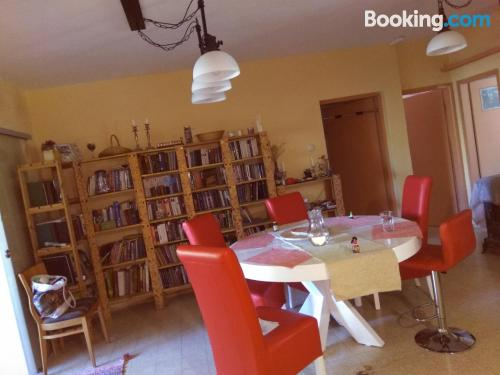 Apartamento con aire acondicionado con conexión a internet y vistas.