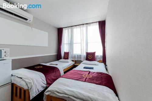 Apartamento con conexión a internet con aire acondicionado.