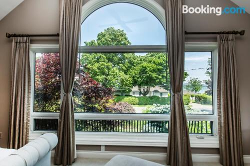 Niagara on the Lake home convenient for families.