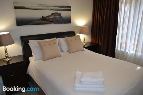 Apartamento para parejas en Fourways. ¡Internet!