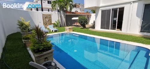 Piscina y wifi en Acapulco con terraza.