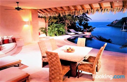 Sleep in Zihuatanejo with terrace!.