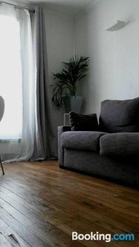 One bedroom apartment place in Paris for two people.