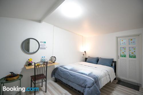 Práctico apartamento parejas. ¡Aire acondicionado!
