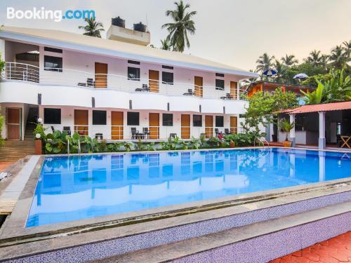 Pequeño apartamento en Arambol con piscina