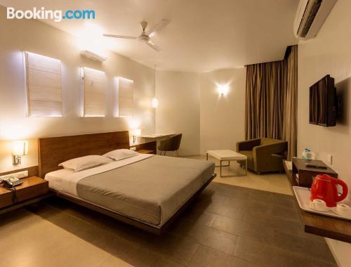 Apartamento con conexión a internet en Kolhapur