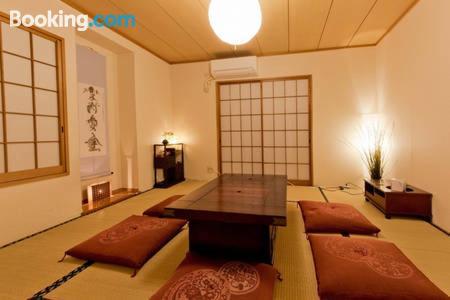 Eccellente appartamento con una camera, a Tokyo