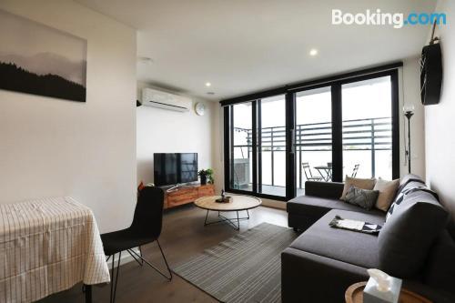 Cómodo apartamento en Melbourne perfecto para cinco o más.
