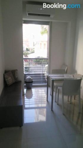 Pequeño apartamento en Buenos Aires con terraza.