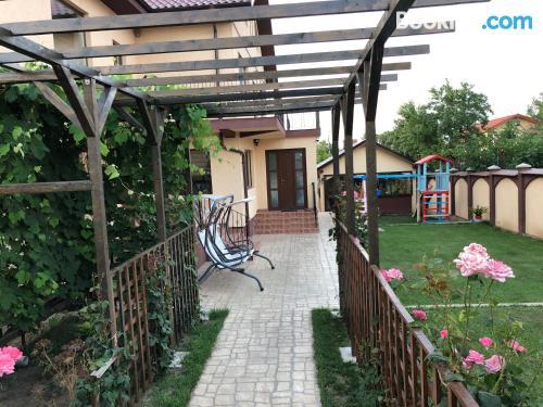 Apartamento con conexión a internet con terraza.