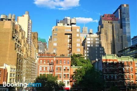 Place for couples in New York. Internet!.
