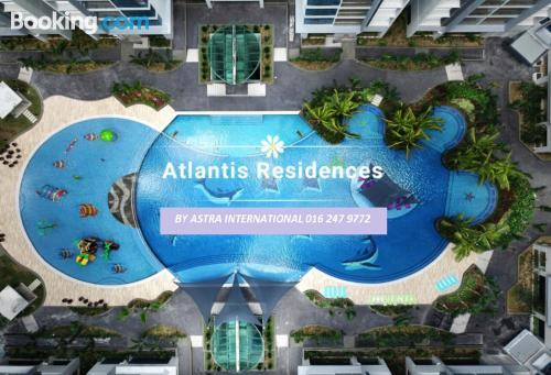 Apartamento con piscina con internet.