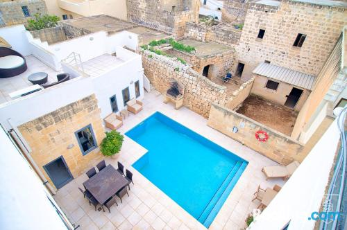 Apartment with terrace in Xewkija.