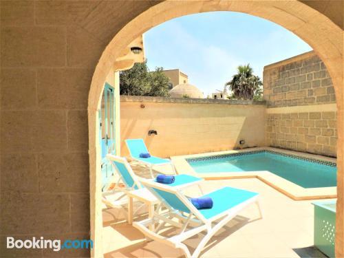 Apartamento de 180m2 en Qala con piscina