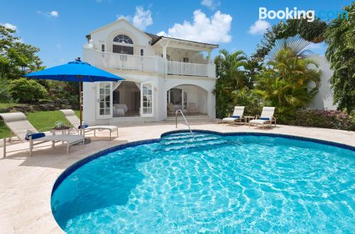 Petite home in Saint James for groups