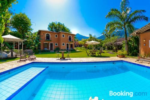 Apartamento práctico en Ilhabela con piscina