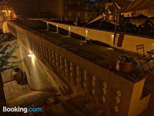 Apartamento para dos personas con terraza.