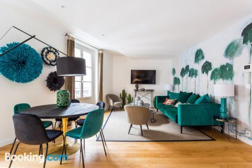 Place in Paris. Three rooms!
